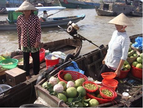 vie-à-un-des-six-marchés-flottants-les-plus-beaux-de-l'asie
