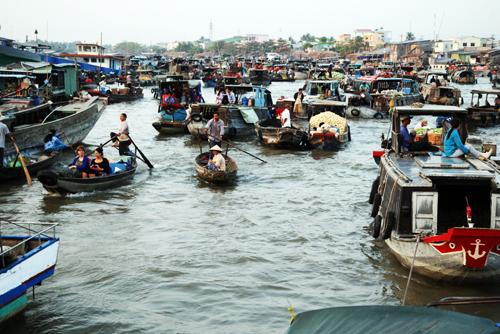 visite-du-marché-flottant-de-cái-răng-en-saison-des-crues