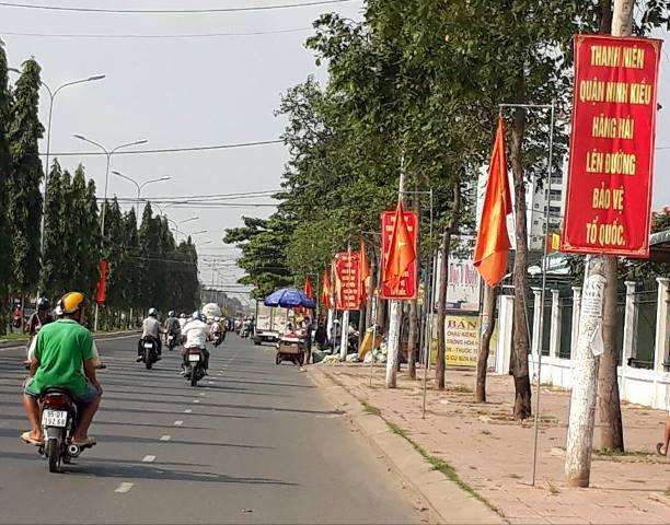 Hinh 6: Hình Ảnh Băng Rôn, Cờ Phướn Trên Tuyến Đường Nguyễn Văn Cừ